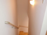 玄関からの個人用階段