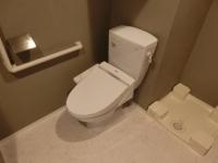 温水洗浄便座付トイレ。洗濯機置場
