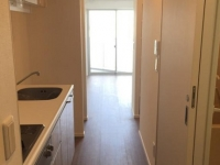 Kitchenから洋室方面