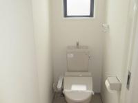 窓あり温水洗浄便座のトイレ