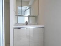 三面鏡独立洗面台(収納扉は焦げ茶)