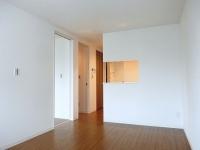 LDKからの洋室出入口,1階出入口,対面キッチン、収納スペースドア