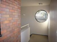 可愛い窓の廊下