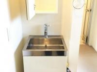 シンプルな独立洗面台