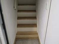 玄関。専用階段