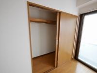 大きい方の収納スペース(洋室)