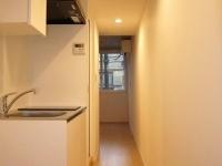 玄関からキッチン.居室