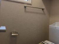 小窓付き。温水洗浄便座付トイレ