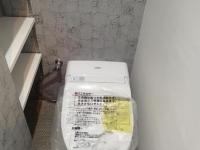 トイレ。トイレットペーパー置き放題(笑)