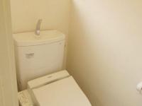自然光差し込むシャワー付トイレ