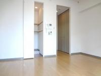 洋室(左.収納・右.クロゼット扉)