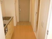 Kitchenスペースと玄関